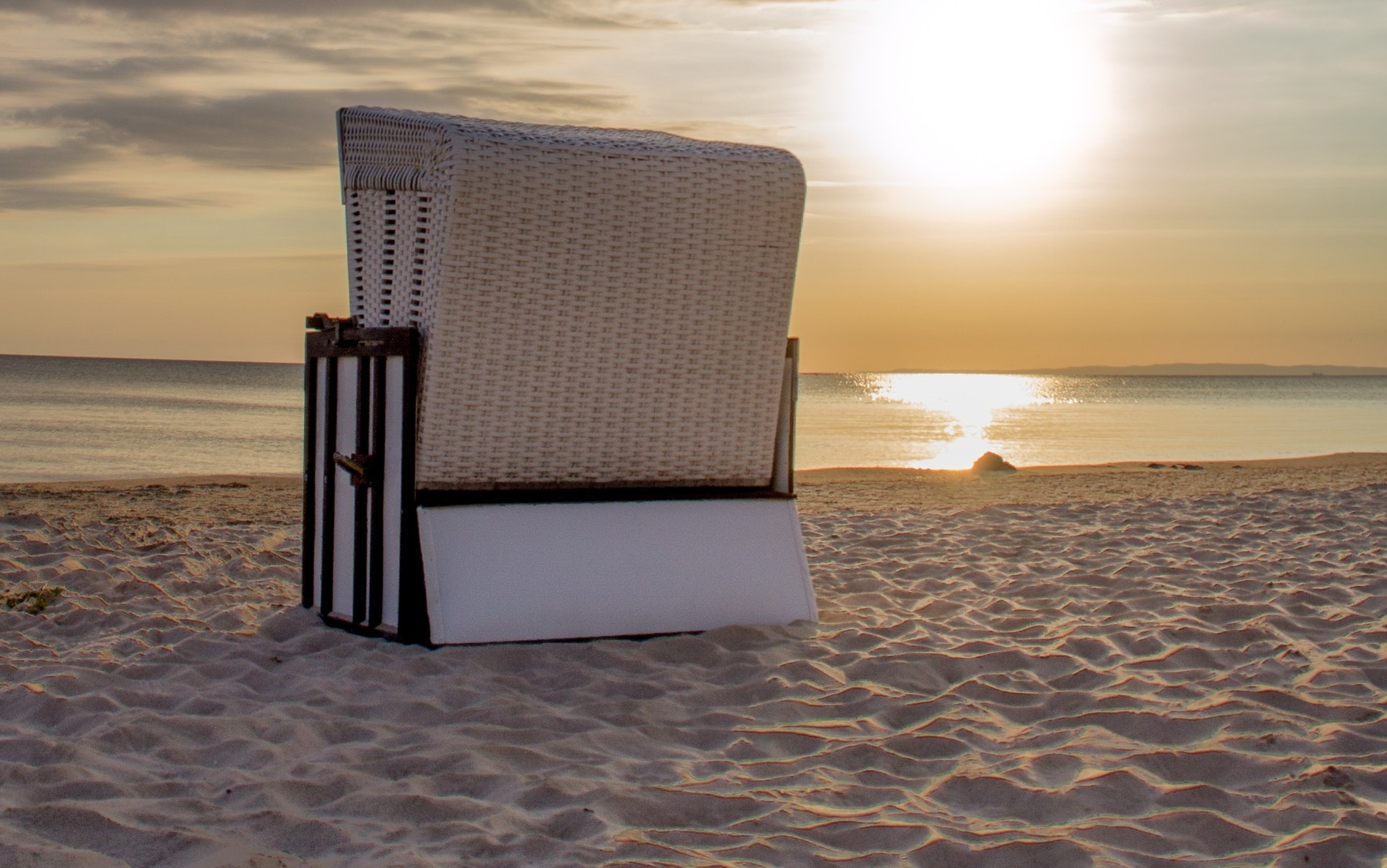 zus tzlicher sonnenschutz klasse idee beachair dein strandkorb. Black Bedroom Furniture Sets. Home Design Ideas